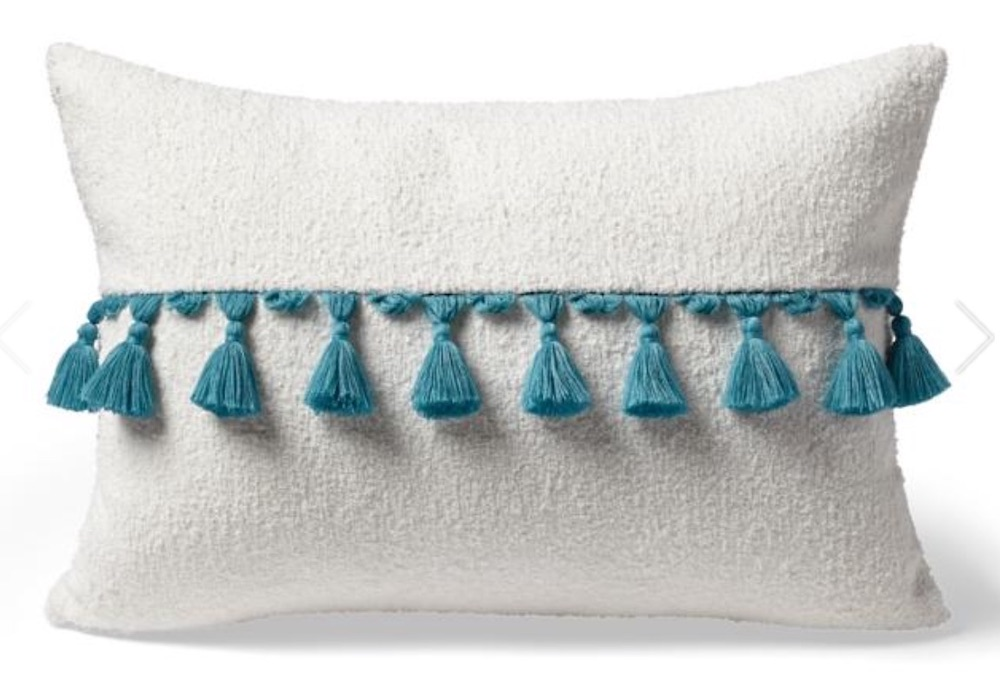 Coastal Beach House Pillows Carranor Lumbar Pillow #Pillows #ThrowPillows #BeachHome #CoastalDecor #SeasideDecor #IslandDecor #TropicalIslandDecor #BeachHomeDecor