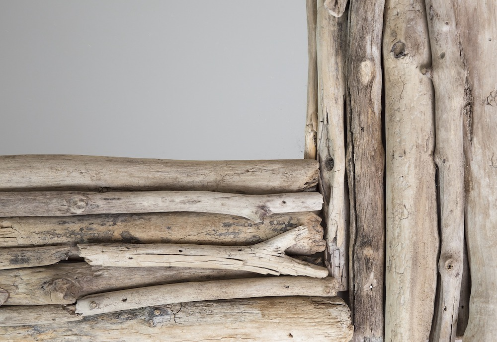 Ways to Add Coastal Decor to Your Home Driftwood #Coastal #CoastalDecorTips #BeachHouse #BeachHome #LakeHouse #CoastalDecor #SeasideDecor #IslandDecor #TropicalIslandDecor
