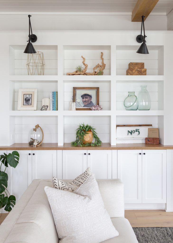 Coastal Bookshelf Decor Ideas Ship Captain #Coastal #CoastalDecor #Bookshelves #ShelfDecor #BeachHouse #BeachHome #LakeHouse #CoastalDecor #SeasideDecor #IslandDecor #TropicalIslandDecor