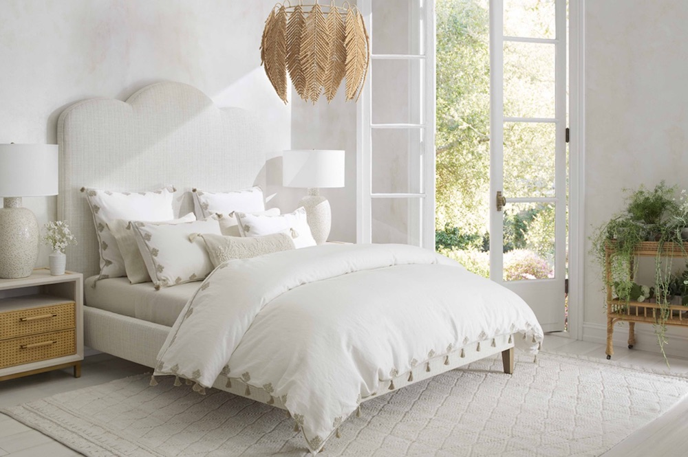 A Minimalist Coastal Decor Briarcliff Bed #Coastal #CoastalDecorTips #BeachHouse #BeachHome #LakeHouse #CoastalDecor #SeasideDecor #IslandDecor #TropicalIslandDecor