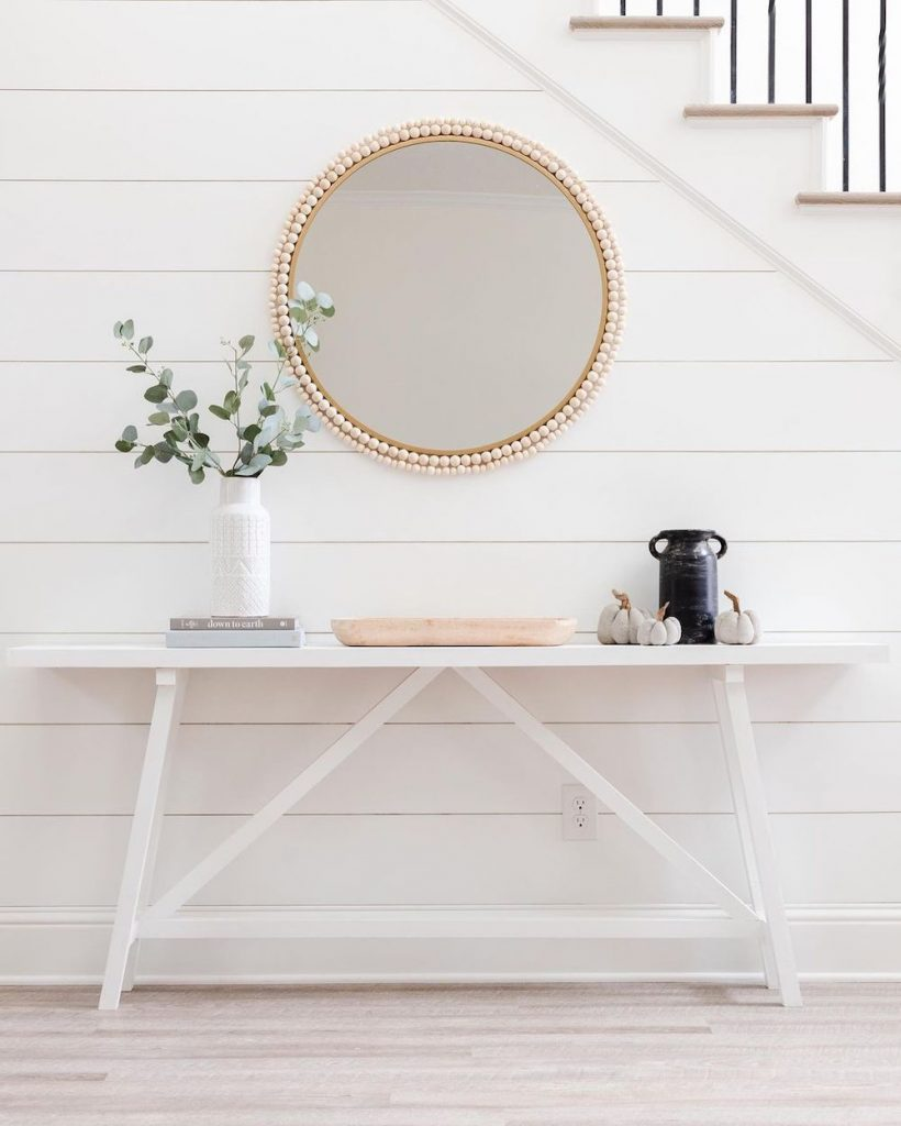 Style a Console Table Balance Color and Objects #StyleAConsoleTable #Entryway #Foyer #ConsoleTable #HomeDecor #ConsoleTableDecor #HallwayTable #HomeDecorTips #StylingTips