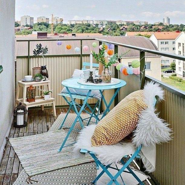 Bistro Table for Two #Balcony #BalconyDecor #BalconyDecorIdeas #CoastalBalcony #HomeDecor #AtHomeontheBalcony #HomeDecorTips #BalconyHome