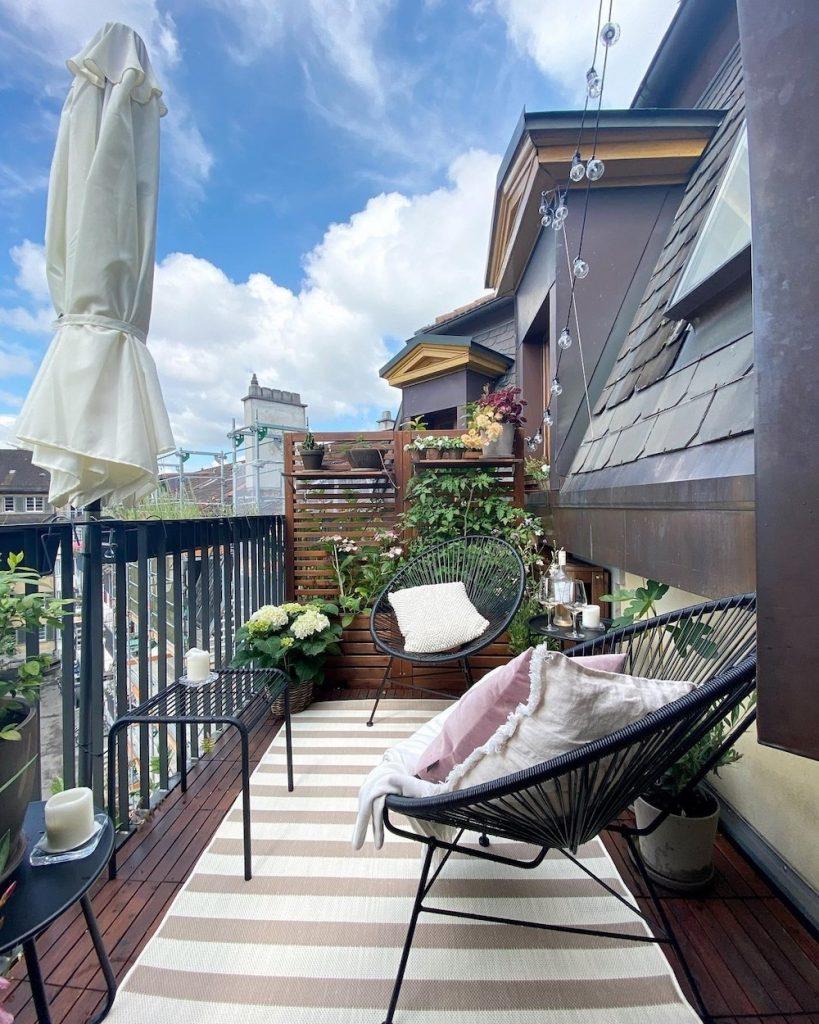 Build a Dual Purpose Screen for Garden Plants Privacy #Balcony #BalconyDecor #BalconyDecorIdeas #CoastalBalcony #HomeDecor #AtHomeontheBalcony #HomeDecorTips #BalconyHome