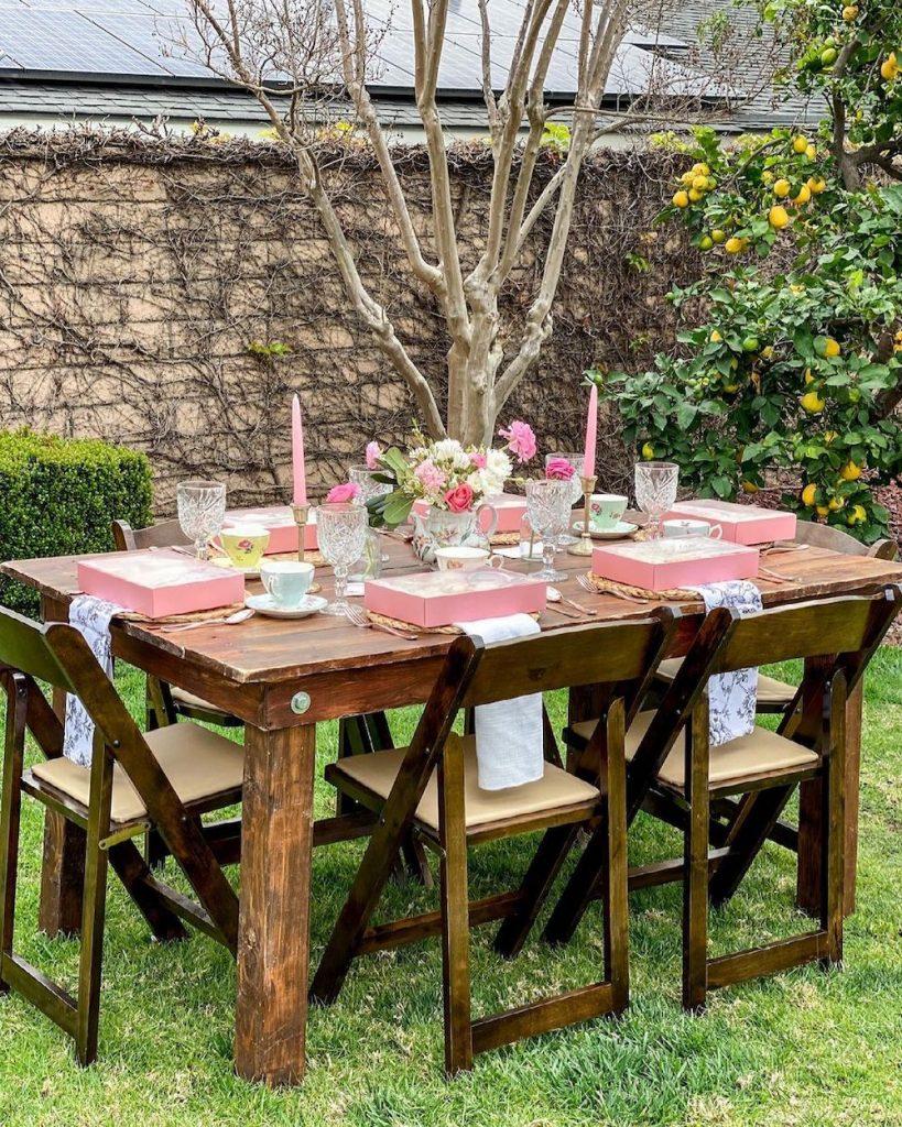 Picnic Tables Celebrate with a Picnic #Picnic #PicnicTables #Backyard #FamilyPicnic #FamilyFun #BackyardPicnicTable #BeachHouse #SummerHouse #LakeHouse #CoastalHome #Summer