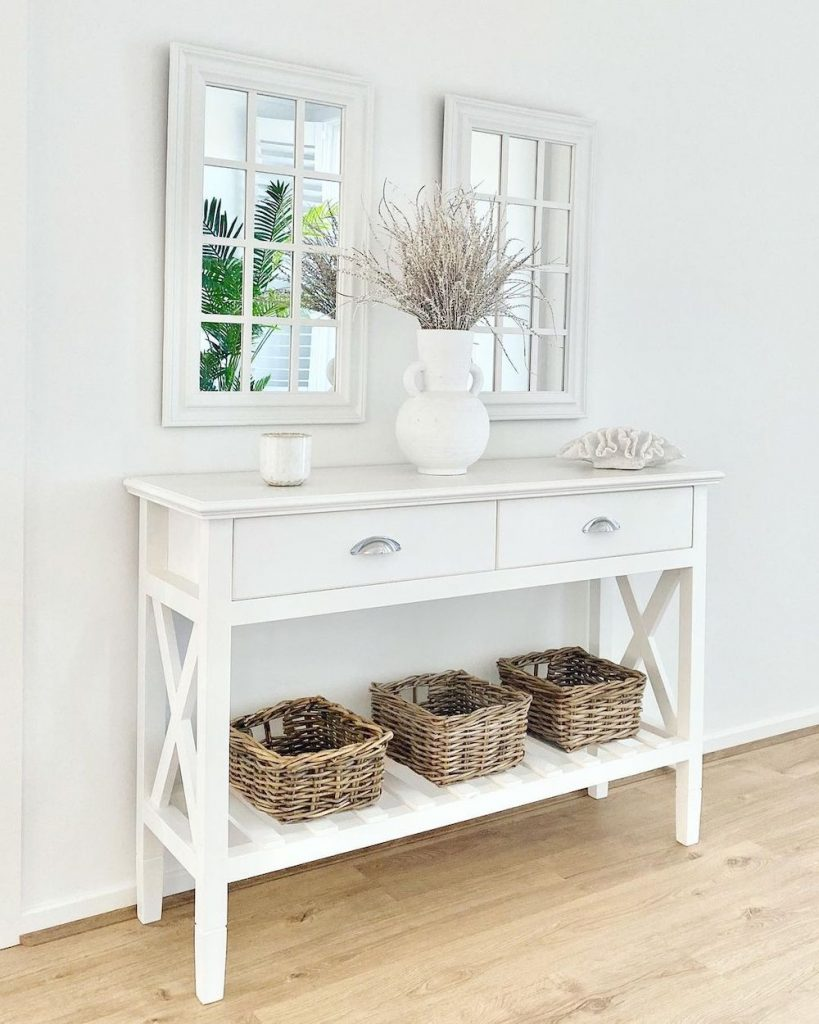 Style a Console Table Create Visual Balance #StyleAConsoleTable #Entryway #Foyer #ConsoleTable #HomeDecor #ConsoleTableDecor #HallwayTable #HomeDecorTips #StylingTips