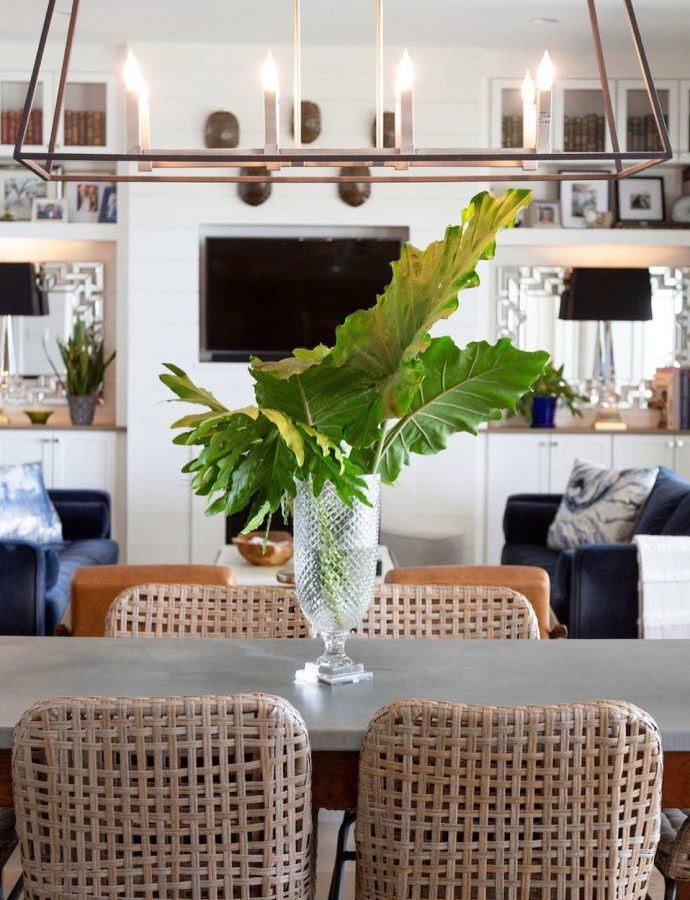 13 Coastal Dining Sets for the Summer Home