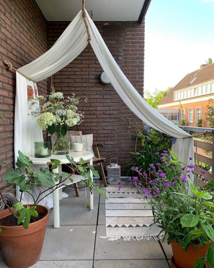 Drape Fabric from the Ceiling #Balcony #BalconyDecor #BalconyDecorIdeas #CoastalBalcony #HomeDecor #AtHomeontheBalcony #HomeDecorTips #BalconyHome