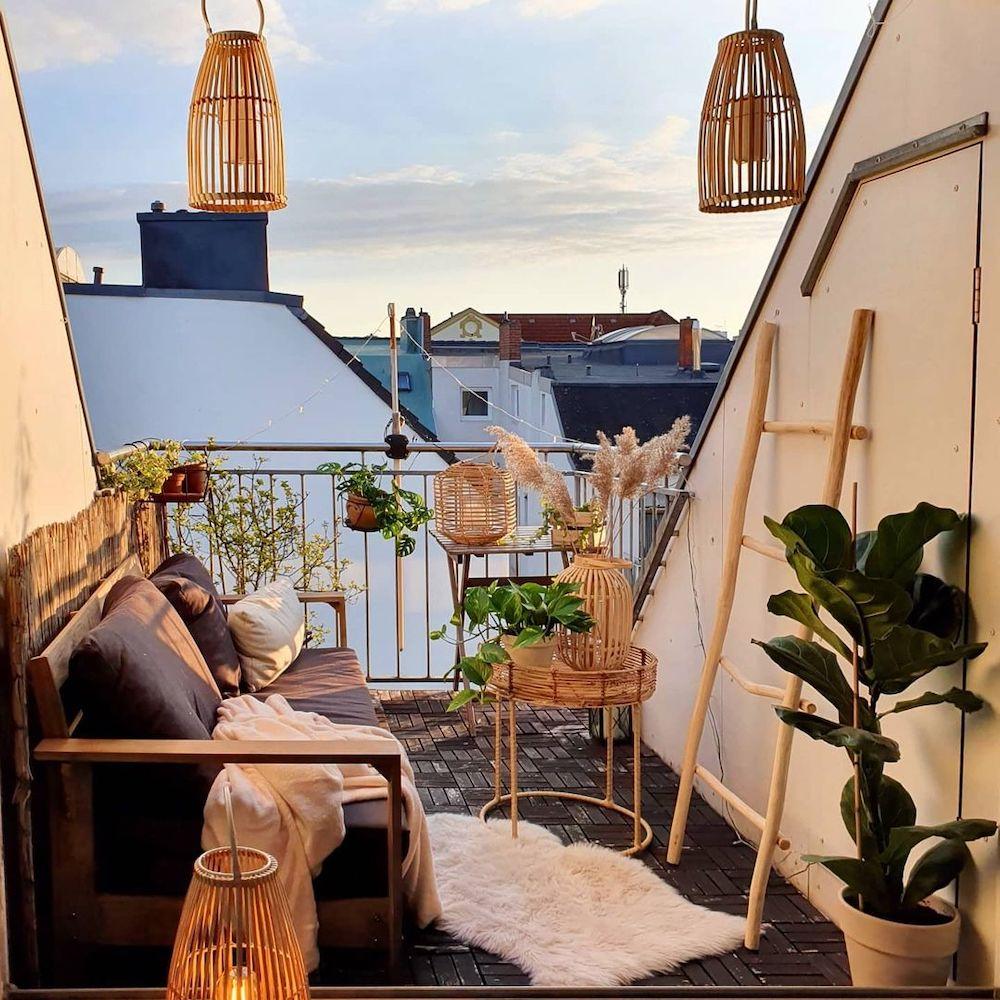 Balcony Decor Ideas Enjoy the Sky View #Balcony #BalconyDecor #BalconyDecorIdeas #CoastalBalcony #HomeDecor #AtHomeontheBalcony #HomeDecorTips #BalconyHome
