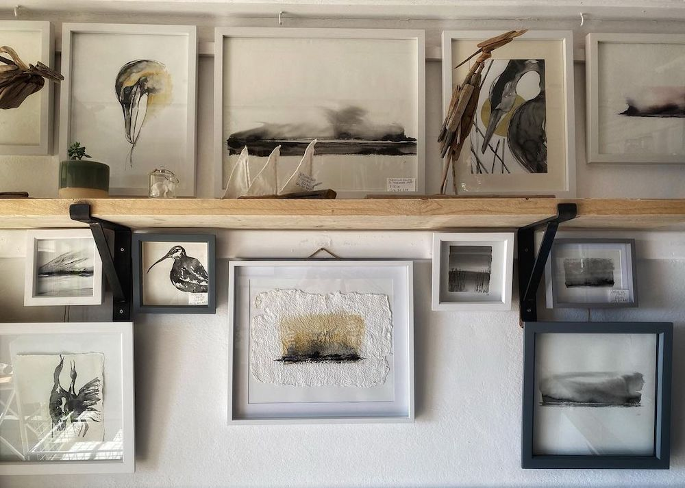 Coastal Wall Art Gallery Artwork #Art #WallArt #WallArtIdeas #CoastalArt #CoastalWallArt #Entryway #HomeDecor #ConsoleTableDecor #LivingRoomArt #ArtFortheHome #HomeDecorTips #StylingTips