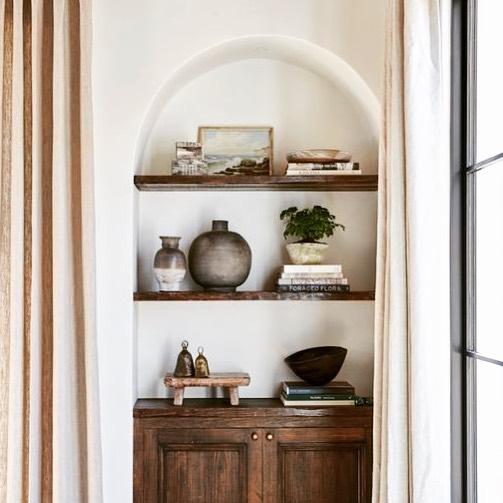 Go Small with a Piece of Art Inside a Bookshelf #Art #WallArt #WallArtIdeas #CoastalArt #CoastalWallArt #Entryway #HomeDecor #ConsoleTableDecor #LivingRoomArt #ArtFortheHome #HomeDecorTips #StylingTips