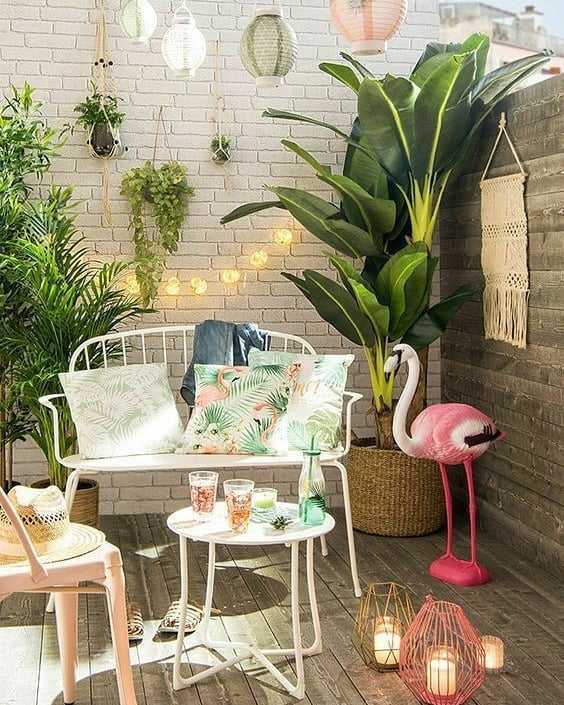 Balcony Decor Ideas Go Wild with Pink #Balcony #BalconyDecor #BalconyDecorIdeas #CoastalBalcony #HomeDecor #AtHomeontheBalcony #HomeDecorTips #BalconyHome