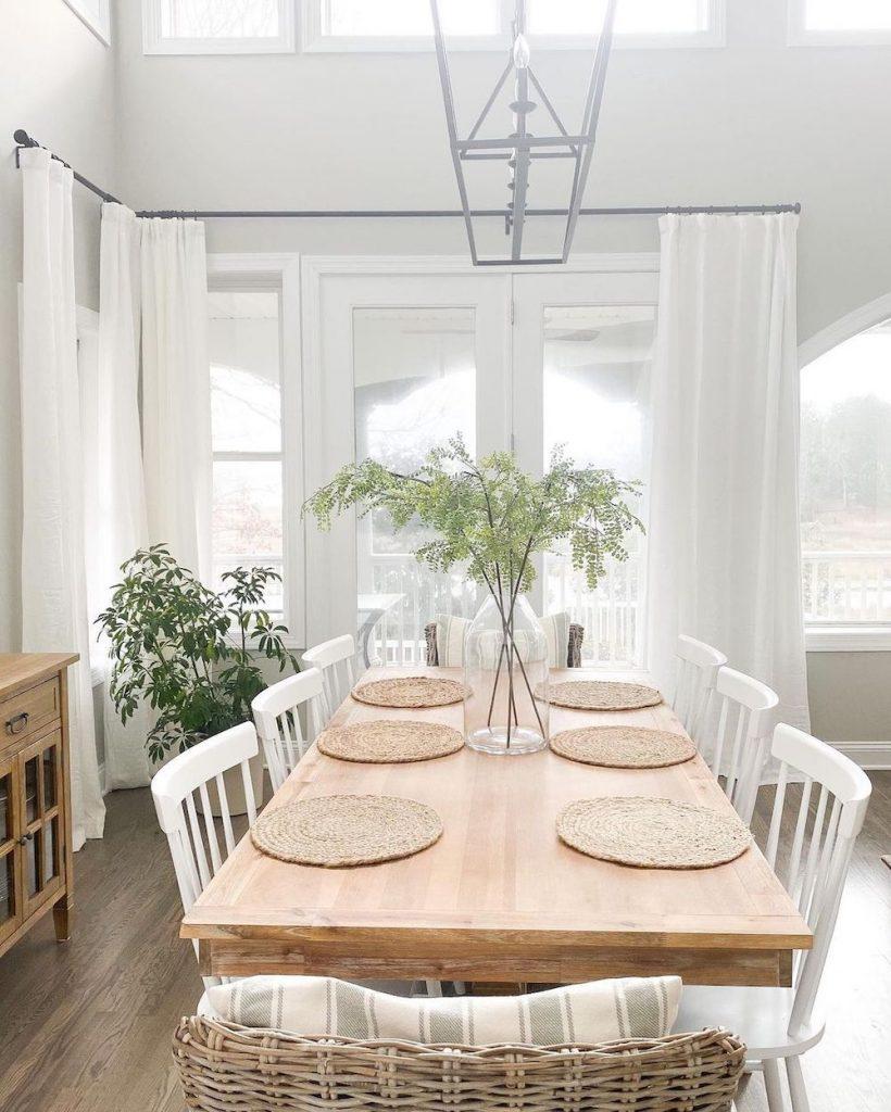 Coastal Dining Rooms Inspo 5 #Coastal #DiningRoom #CoastalDiningRoom #CoastalDecor #CoastalHomeDecor #BeachHouse #SeasideStyle #LakeHouse #SummerHouse #DiningRoomAccessories