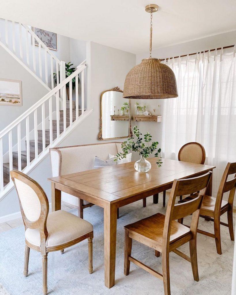 Coastal Dining Room Inspo 7 #Coastal #DiningRoom #CoastalDiningRoom #CoastalDecor #CoastalHomeDecor #BeachHouse #SeasideStyle #LakeHouse #SummerHouse #DiningRoomAccessories