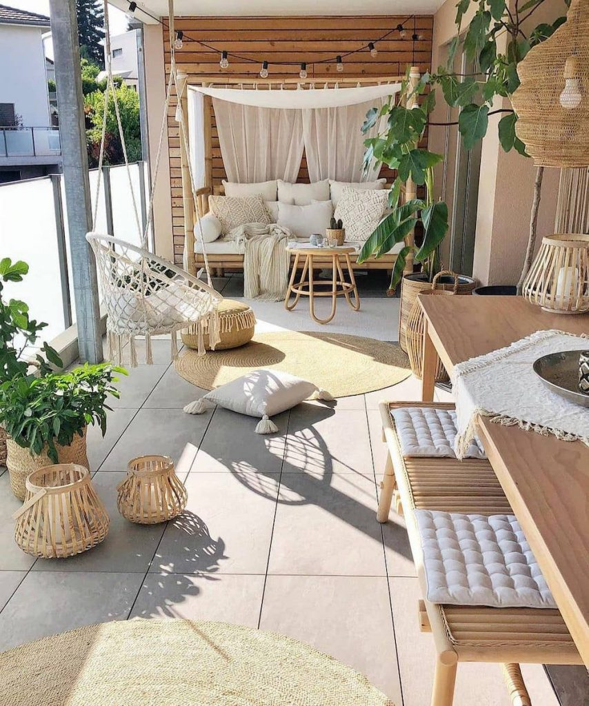 Live a Balcony Life #Balcony #BalconyDecor #BalconyDecorIdeas #CoastalBalcony #HomeDecor #AtHomeontheBalcony #HomeDecorTips #BalconyHome