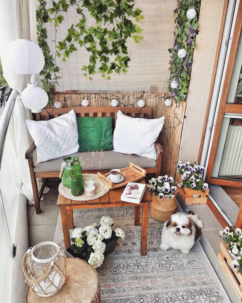 Live a Green Life #Balcony #BalconyDecor #BalconyDecorIdeas #CoastalBalcony #HomeDecor #AtHomeontheBalcony #HomeDecorTips #BalconyHome