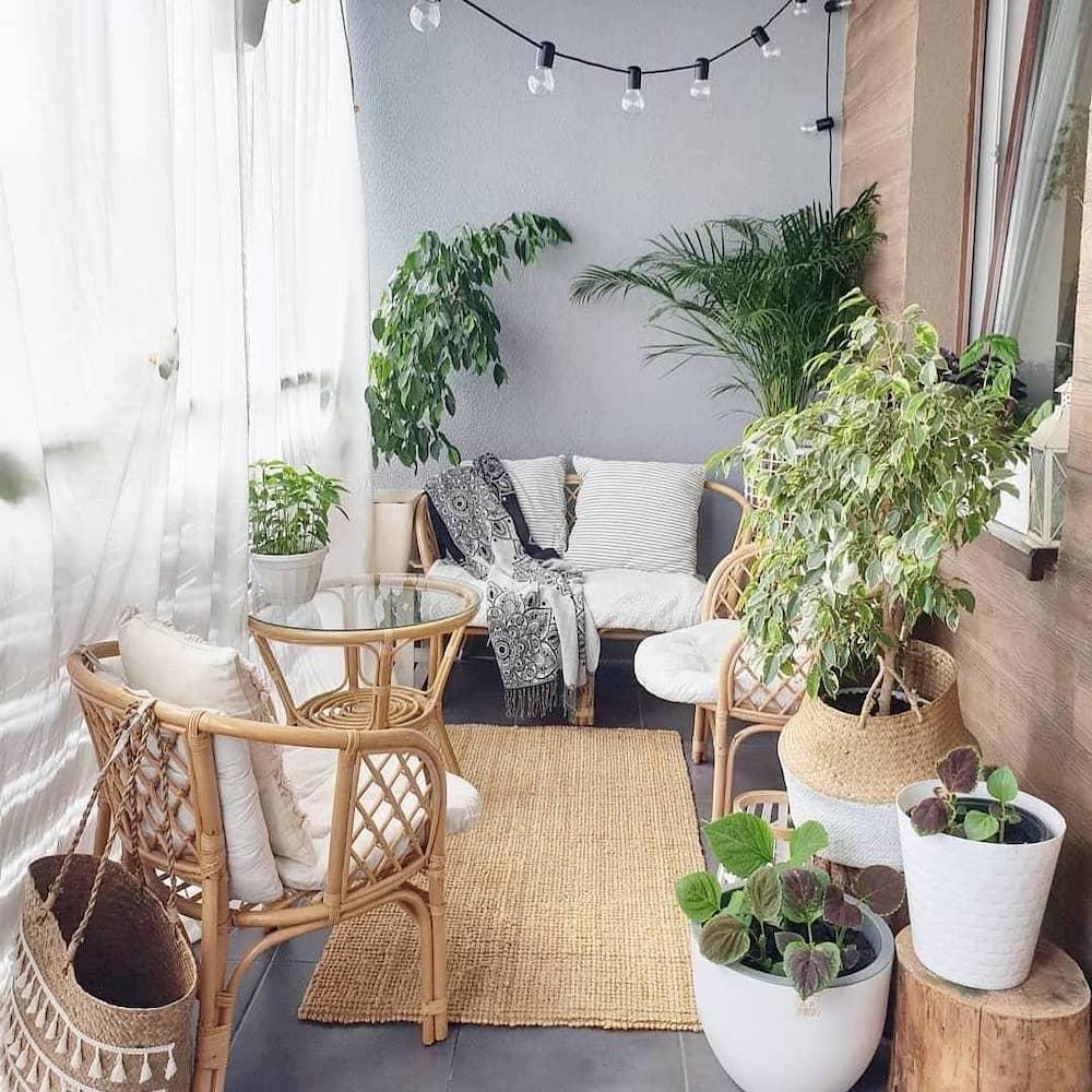 Make it Organic #Balcony #BalconyDecor #BalconyDecorIdeas #CoastalBalcony #HomeDecor #AtHomeontheBalcony #HomeDecorTips #BalconyHome