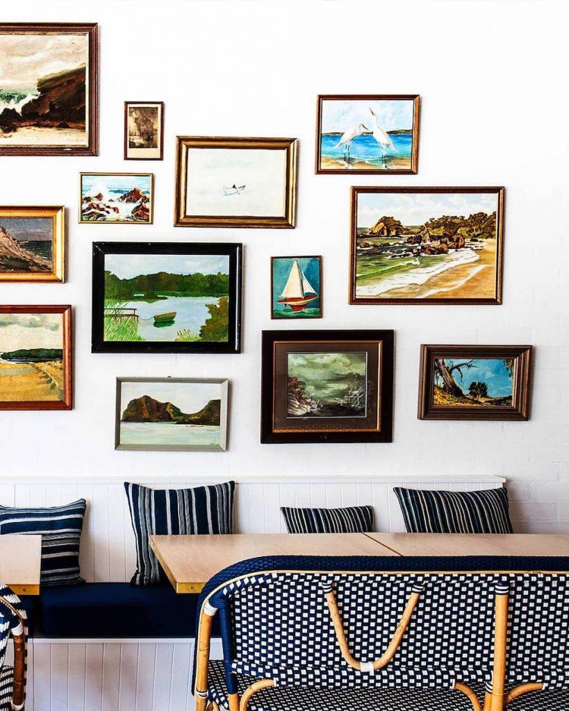 Coast Wall Art Ideas Make it a Gallery #Art #WallArt #WallArtIdeas #CoastalArt #CoastalWallArt #Entryway #HomeDecor #ConsoleTableDecor #LivingRoomArt #ArtFortheHome #HomeDecorTips #StylingTips