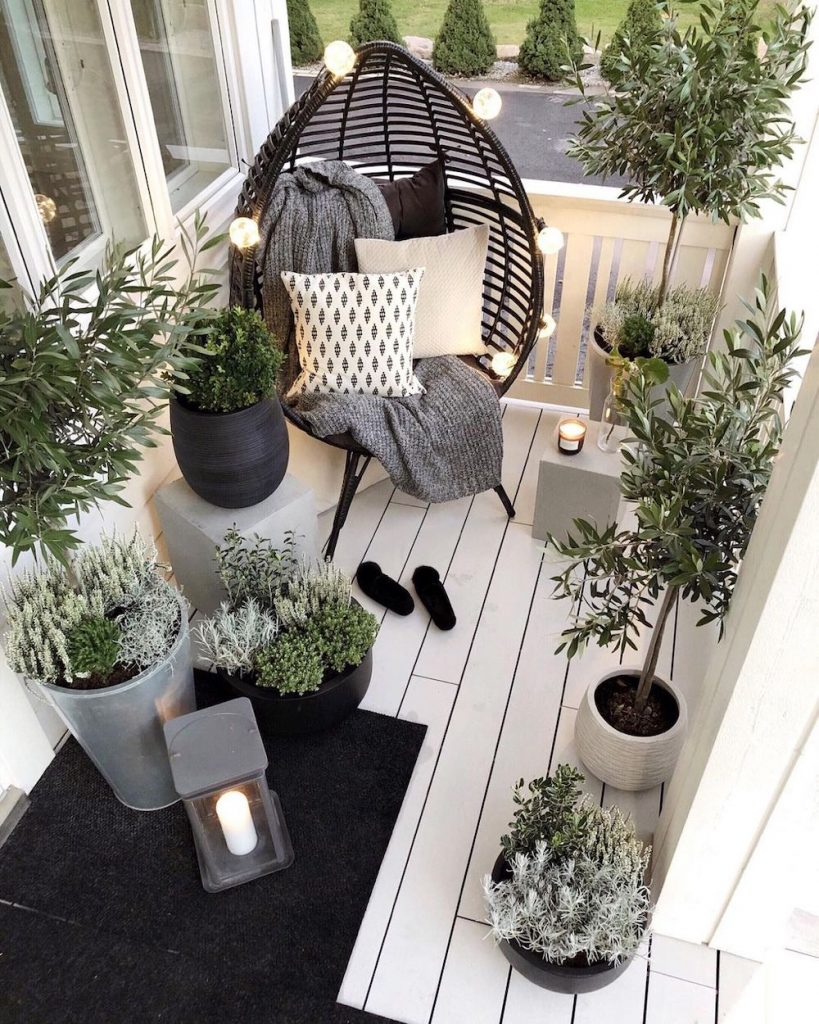 Style in Silver, Gray, Black, and White #Balcony #BalconyDecor #BalconyDecorIdeas #CoastalBalcony #HomeDecor #AtHomeontheBalcony #HomeDecorTips #BalconyHome