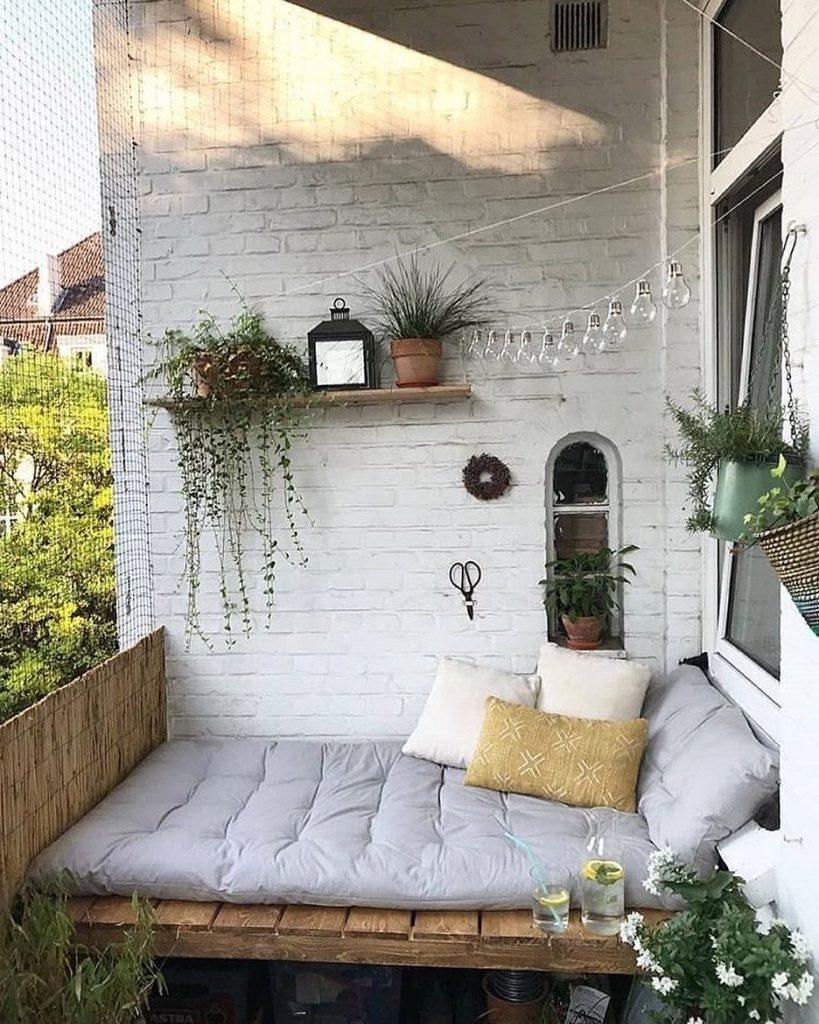 Balcony Decor Ideas Take a Cat Nap #Balcony #BalconyDecor #BalconyDecorIdeas #CoastalBalcony #HomeDecor #AtHomeontheBalcony #HomeDecorTips #BalconyHome