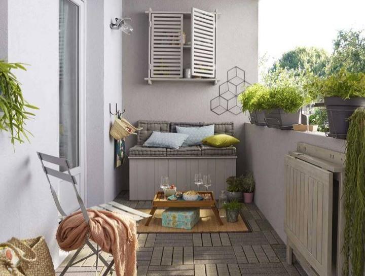 Take the Afternoon Off #Balcony #BalconyDecor #BalconyDecorIdeas #CoastalBalcony #HomeDecor #AtHomeontheBalcony #HomeDecorTips #BalconyHome