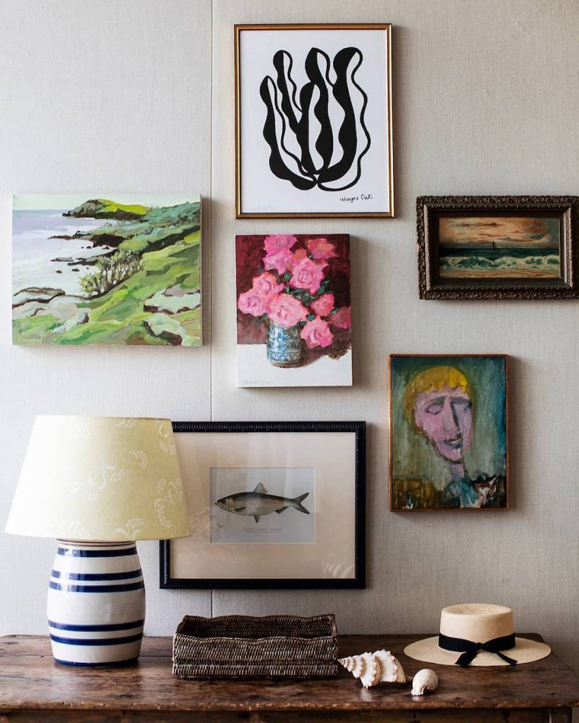 Coastal Wall Art Ideas Treat Your Guests #Art #WallArt #WallArtIdeas #CoastalArt #CoastalWallArt #Entryway #HomeDecor #ConsoleTableDecor #LivingRoomArt #ArtFortheHome #HomeDecorTips #StylingTips