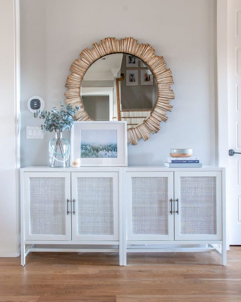Style a Console Table Use a Cabinet as a Console Table #StyleAConsoleTable #Entryway #Foyer #ConsoleTable #HomeDecor #ConsoleTableDecor #HallwayTable #HomeDecorTips #StylingTips