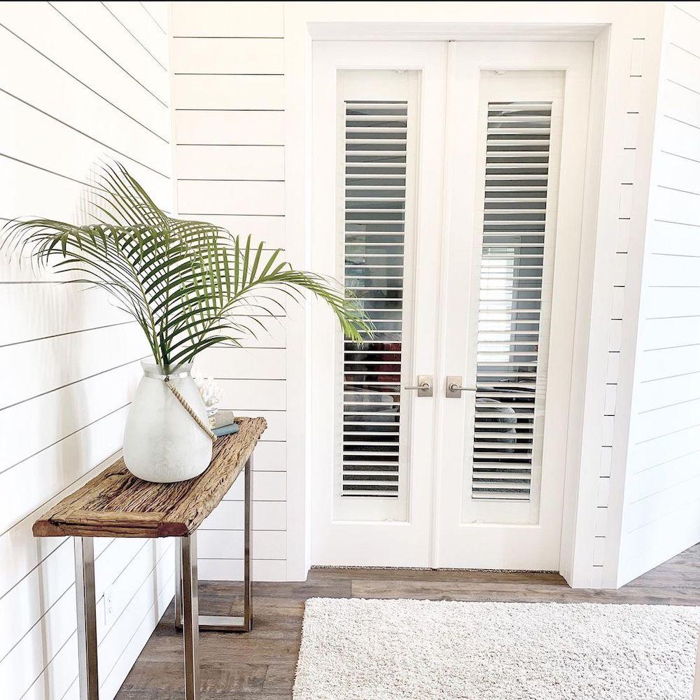 Coastal Console Tables with Seaside Style Welcome Guests in a Coastal Foyer #Coastal #CoastalDecor #Entryway #Foyer #ConsoleTables #CoastalEntryway #CoastalFoyer #BeachHouse #BeachHome #SummerHouse #LakeHouse #ConsoleTable #SeasideDecor #IslandDecor #TropicalIslandDecor