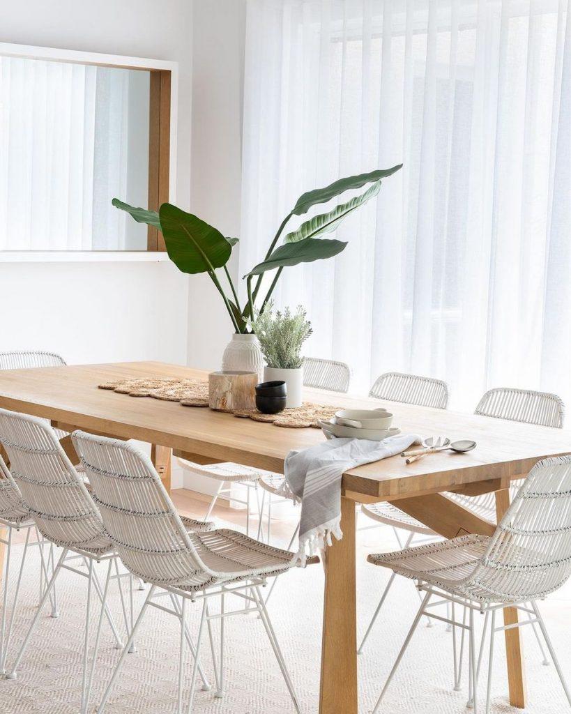 Coastal Dining Rooms inspo 1 #Coastal #DiningRoom #CoastalDiningRoom #CoastalDecor #CoastalHomeDecor #BeachHouse #SeasideStyle #LakeHouse #SummerHouse #DiningRoomAccessories