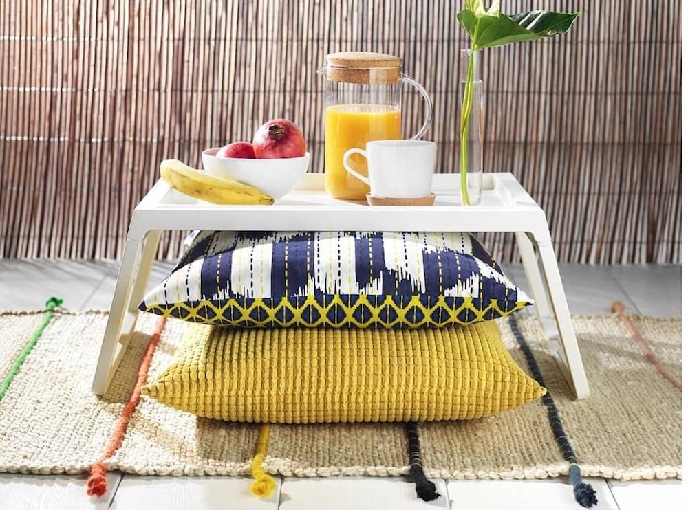 Breakfast Bed Trays Inspo 2 via bananamart.pk #Coastal #Trays #BreakfastTrays #BreakfastInBed #BedTrays #BreakfastBedTrays #HomeDecor #CoastalHomeDecor #CoastalHome #CoastalLiving #BeachHouse #SeasideStyle #LakeHouse #SummerHouse #CoastalBohoDecor