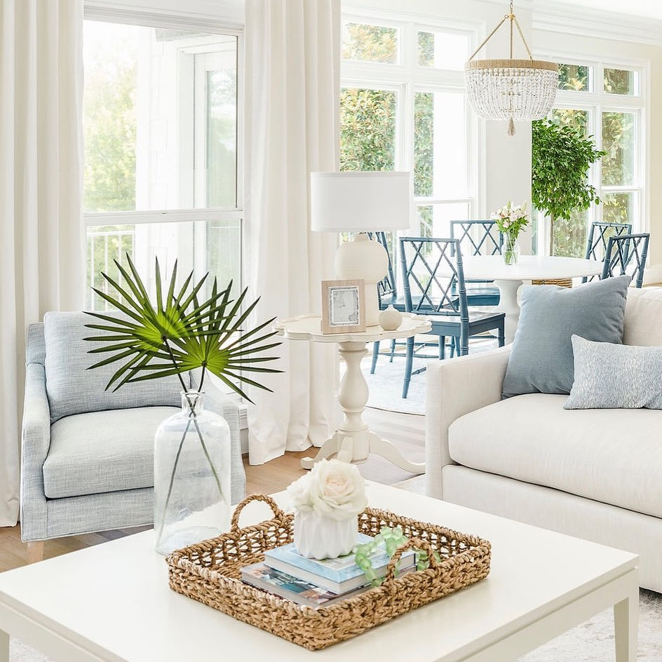 Inspo 3 via allywhalendesign #Coastal #Trays #RattanTrays #CoastalDecor #HomeDecor #CoastalHomeDecor #CoastalHome #CoastalLiving #BeachHouse #SeasideStyle #LakeHouse #SummerHouse #CoastalBohoDecor