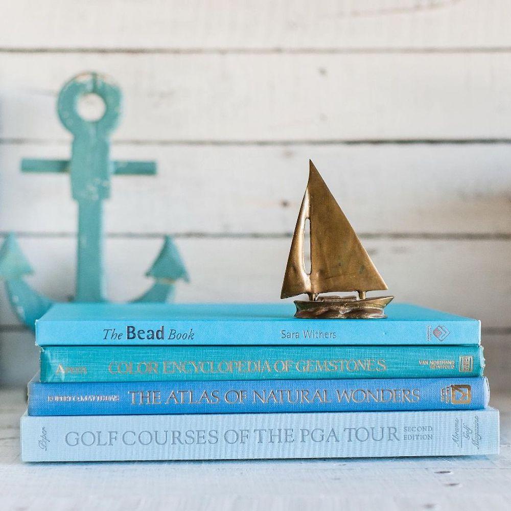 Coastal Blue and Green Interiors Feature 4 1 #BlueGreenRooms #BlueGreenInteriors #Coastal #CoastalHomeDecor #HomeDecor #LivingRoomDecor