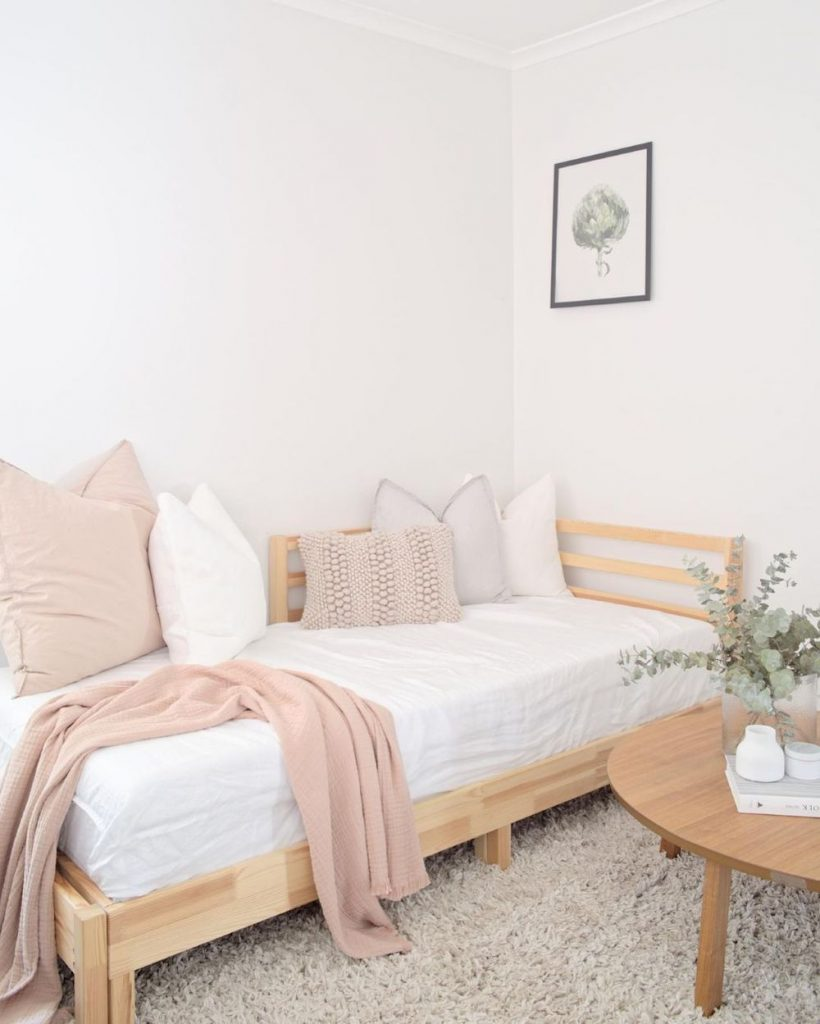 Coastal Daybed decor inspiration Inspo 1 #Daybeds #CoastalDecor #HomeDecor #BeachHouse #Inspiration