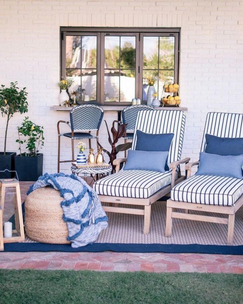 Inspo 10 #Sofas #CoastalBlueandWhite #BlueandWhiteStripedSofas #CoastalDecor #BeachHouse #Inspiration