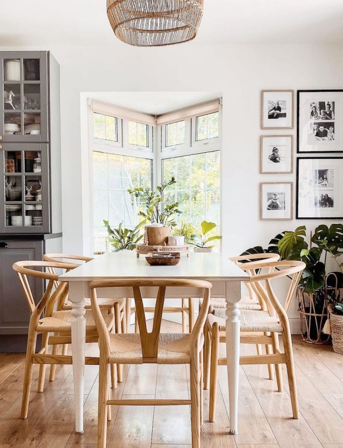 16 Best Wishbone Chairs for a Summer Home
