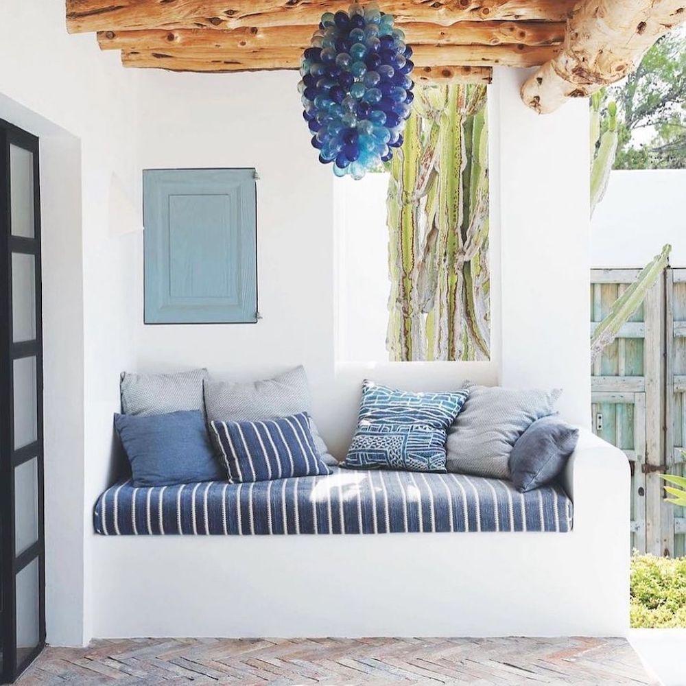 Blue and White Stripes Styling Inspiration Inspo 4 #Sofas #CoastalBlueandWhite #BlueandWhiteStripedSofas #CoastalDecor #BeachHouse #Inspiration