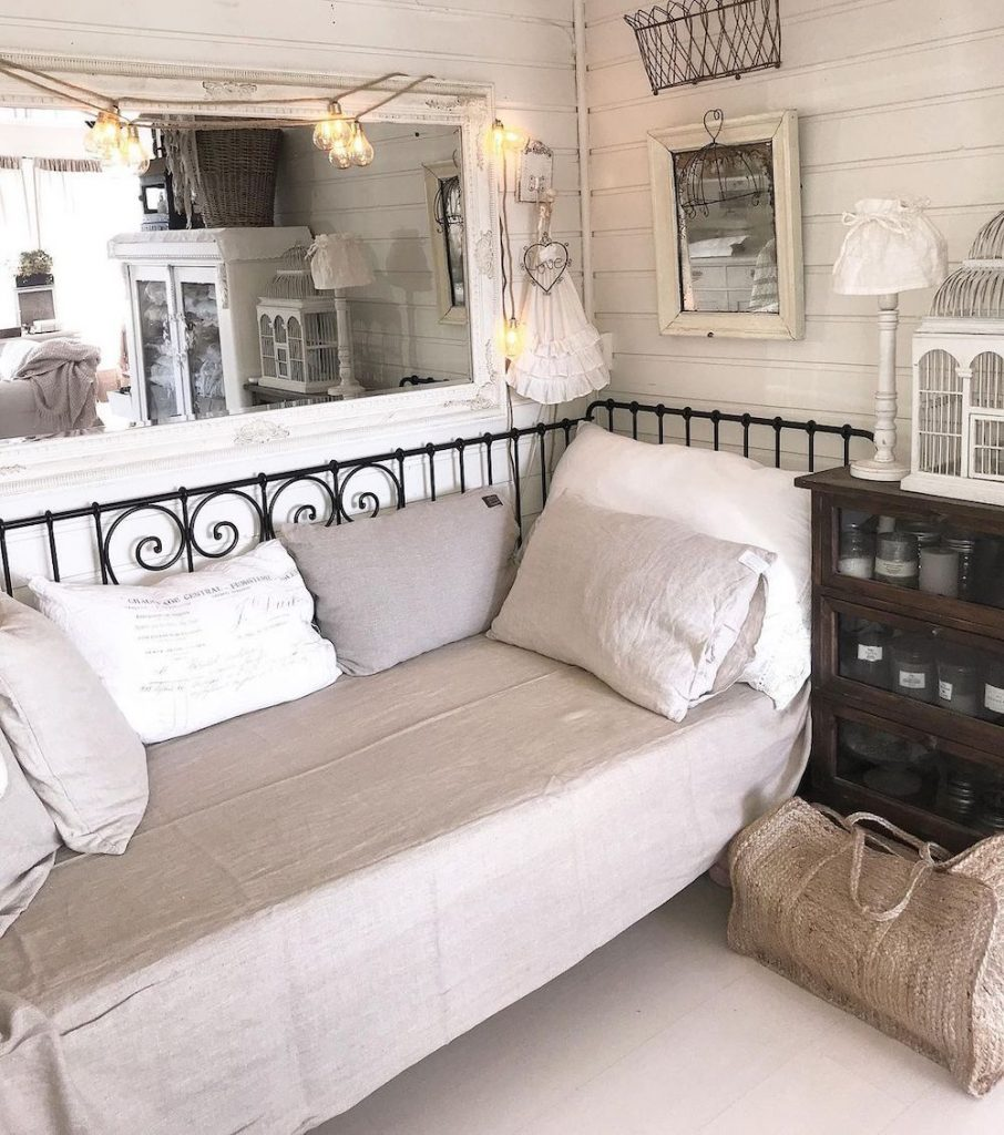 Inspo 9 #Daybeds #CoastalDecor #HomeDecor #BeachHouse #Inspiration