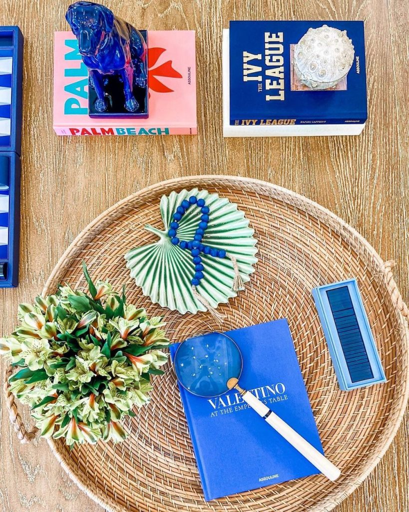 Coffee Table Book Styling Ideas Inspo 15 #DecorBooks #CoffeeTableBooks #Coastal #CoastalDecor #CoastalTableStyling #HomeDecor