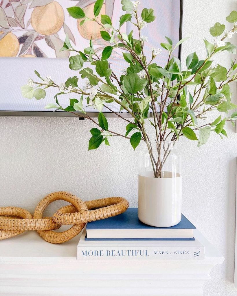 Coffee Table Book Styling Ideas Inspo 6 #DecorBooks #CoffeeTableBooks #Coastal #CoastalDecor #CoastalTableStyling #HomeDecor