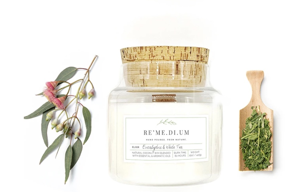 Re'Me.Di.um Eucalyptus & White Tea Candle #Vignette #CoastalVignette #Coastal #VignetteStylingTips #CoastalDecor #HomeDecor