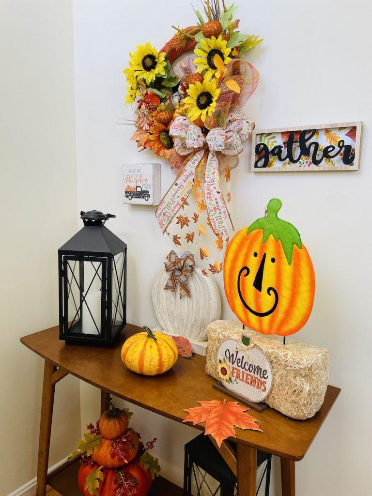 Fall Decor Close Tabletop_1673 #Fall #Entryway #FallEntryway #FallDecor #HomeDecor #AutumnDecor