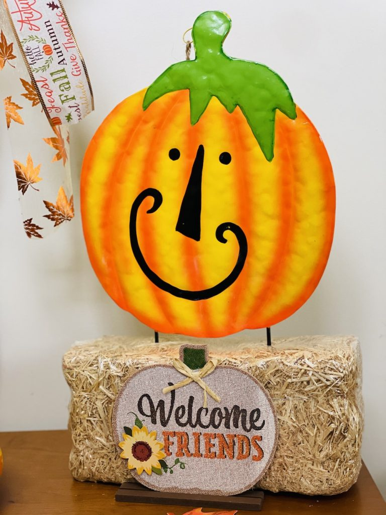 Fall Entryway Decorations Fall Tabletop Pumpkin Smiles_1700 #Fall #Entryway #FallEntryway #FallDecor #HomeDecor #AutumnDecor