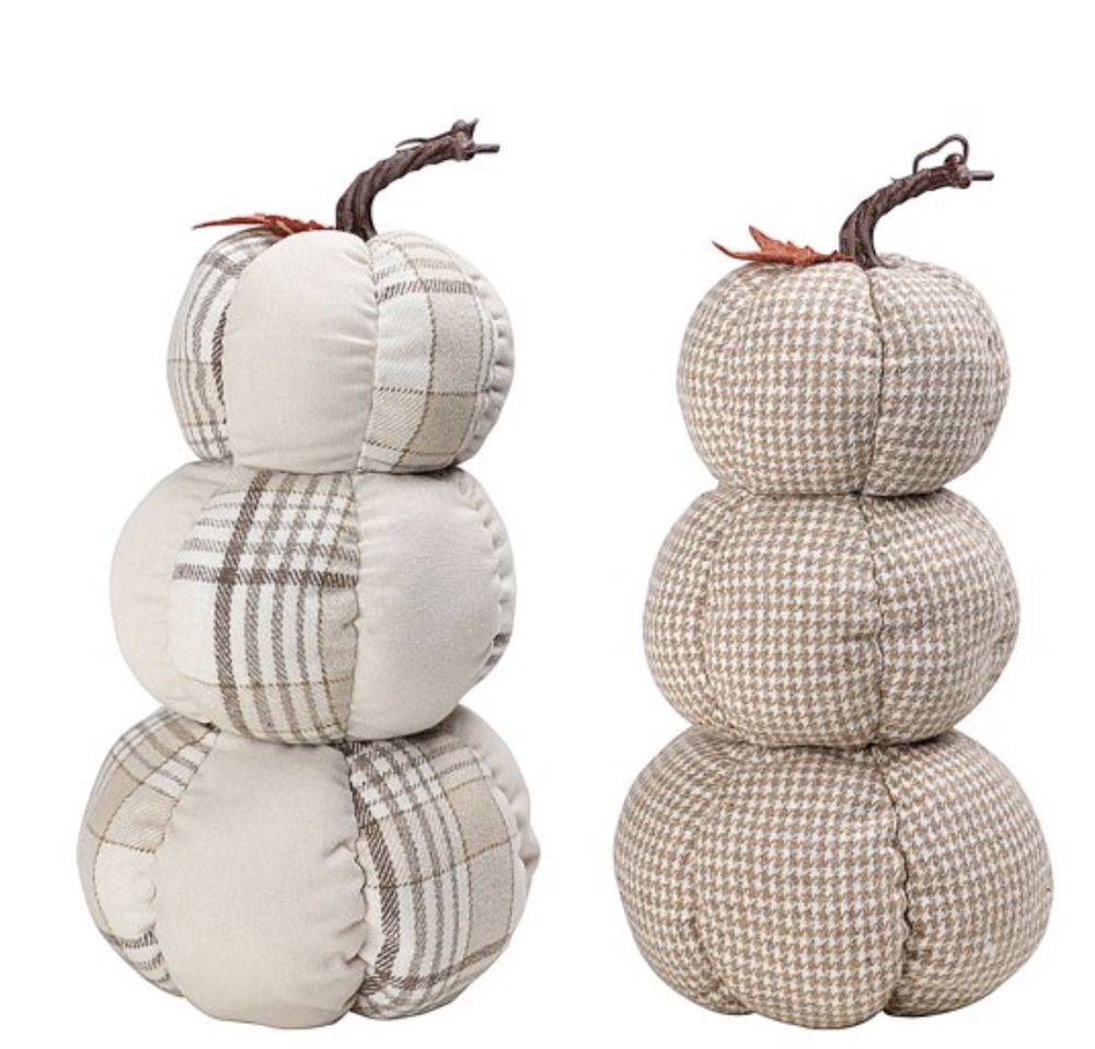Harvest Stacked Pumpkins Décor #Fall #FallVignettes #FallDecor #FallTableStyling #HomeDecor #AutumnDecor