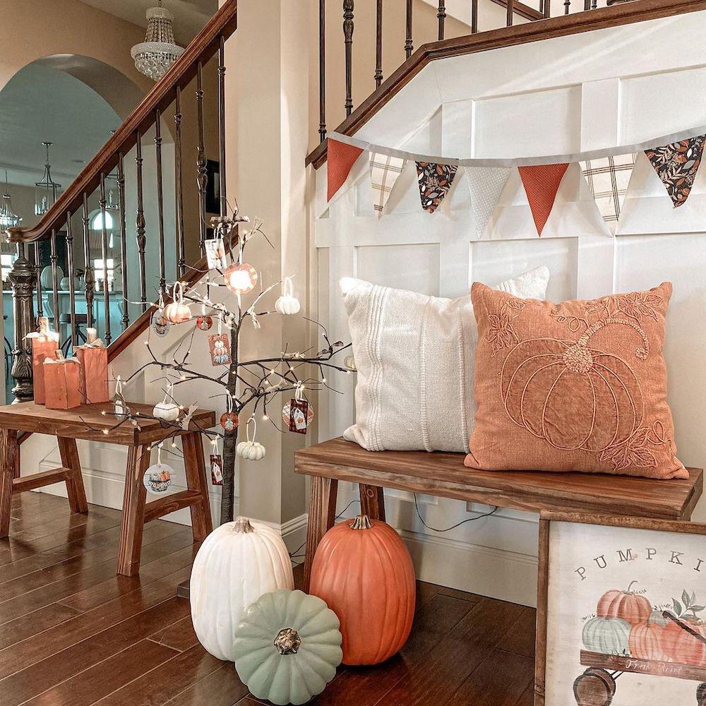 Inspo 17 #Fall #Entryway #Foyer #FallEntryway #FallDecor #HomeDecor #AutumnDecor