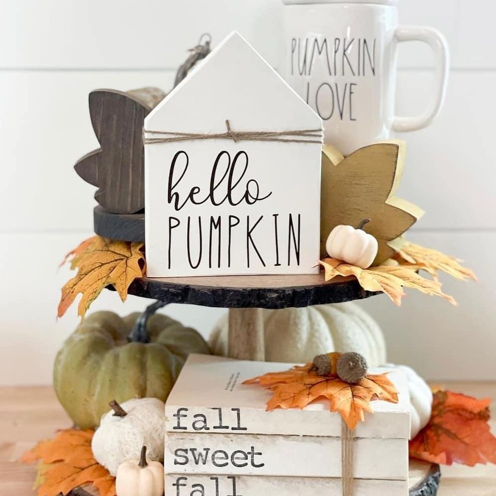 Fall vignette styling ideas Inspo 2 #Fall #FallVignettes #FallDecor #FallTableStyling #HomeDecor #AutumnDecor