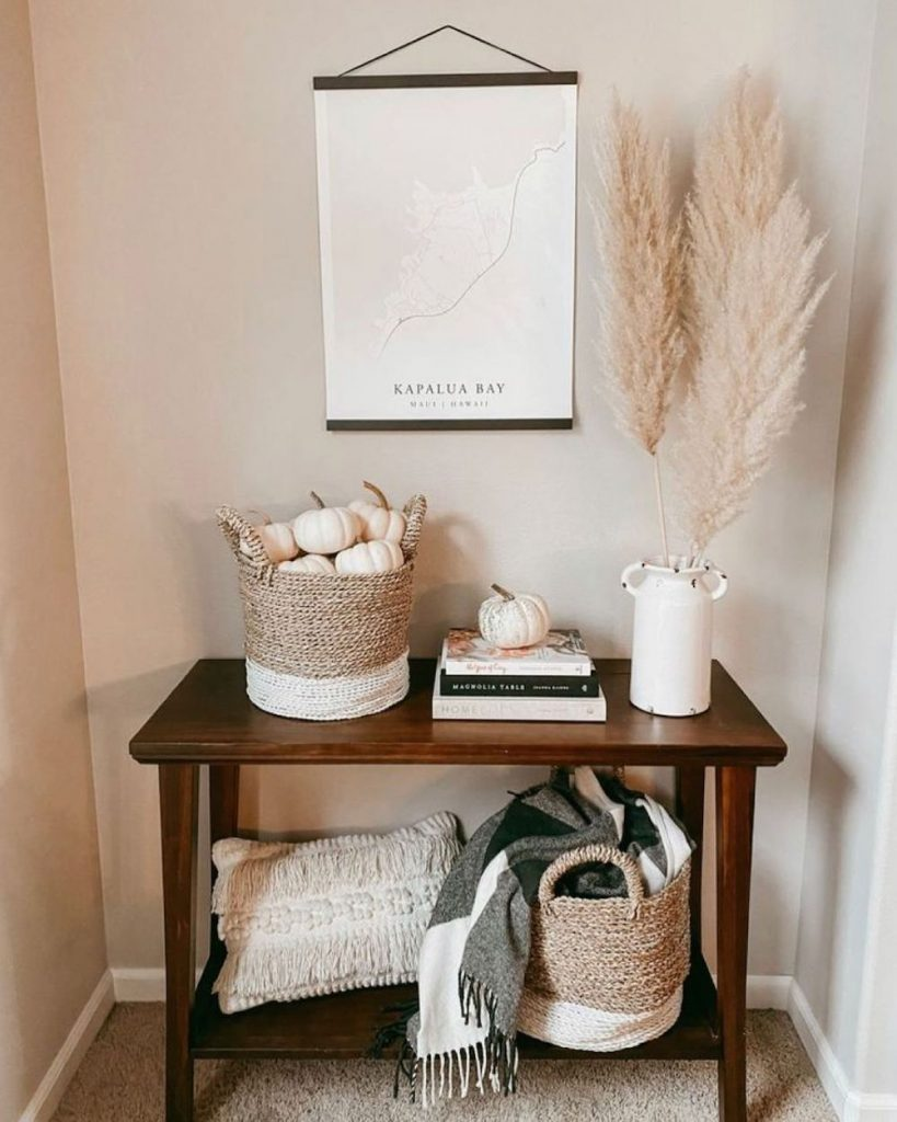 Welcoming Fall-inspired entryway ideas Inspo 2 #Fall #Entryway #Foyer #FallEntryway #FallDecor #HomeDecor #AutumnDecor
