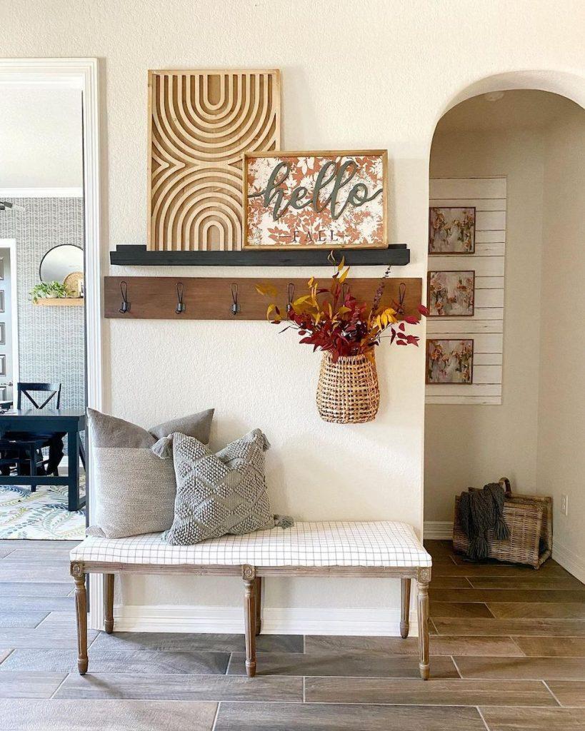 Inspo 20 #Fall #Entryway #Foyer #FallEntryway #FallDecor #HomeDecor #AutumnDecor