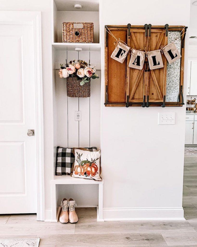 Inspo 21 #Fall #Entryway #Foyer #FallEntryway #FallDecor #HomeDecor #AutumnDecor