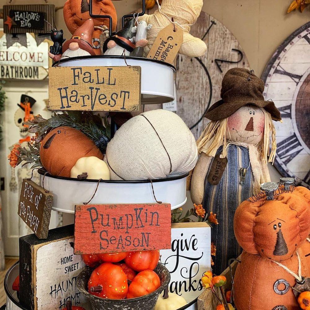 Inspo 22 #Fall #FallVignettes #FallDecor #FallTableStyling #HomeDecor #AutumnDecor