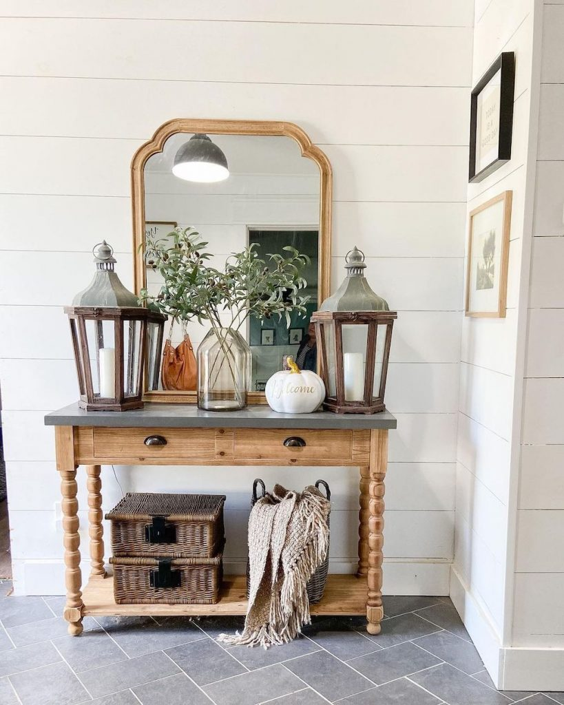 Welcoming Fall-inspired entryway ideas Inspo 23 #Fall #Entryway #Foyer #FallEntryway #FallDecor #HomeDecor #AutumnDecor