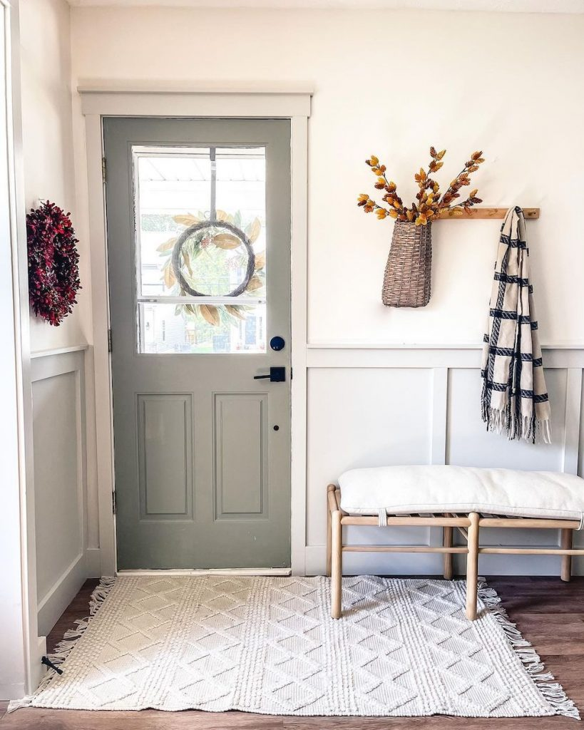 Welcoming Fall-inspired entryway ideas Inspo 31 #Fall #Entryway #Foyer #FallEntryway #FallDecor #HomeDecor #AutumnDecor